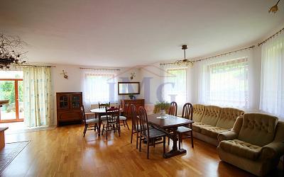 Predám priestranný slnečný dom na polosamote neďaleko Kremnice s bio bazénom