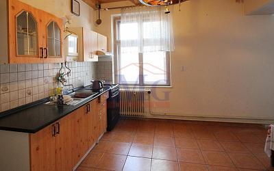 Predám rodinný dom v Žarnovici na slnečnom pozemku neďaleko centra mesta