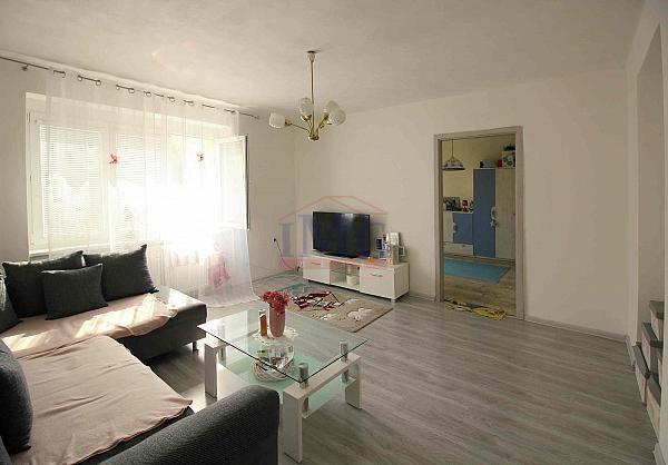 Predám slnečný čiastočne prerobený 2i byt v cetre mesta Žiar nad Hronom