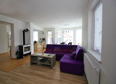 Predáme novostavbu domu na slnečnom pozemku v Lovčici - Trubín