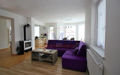 REZERVOVANÝ -Predáme novostavbu domu na slnečnom pozemku v Lovčici - Trubín
