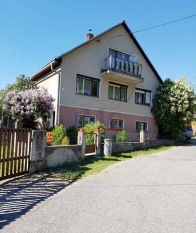 Rodinný dom vhodný na rekonštrukciu- Dolná Ves