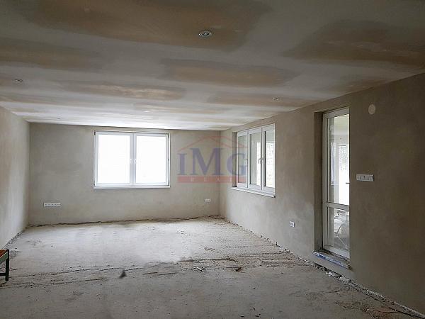 ZNÍŽENÁ CENA - Predám novostavbu rodinného domu s ateliérom na slnečnej stráni - znížená cena