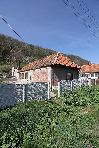 ZNÍŽENÁ CENA - Predám rodinný dom v Hronskom Beňadiku pri Novej Bani
